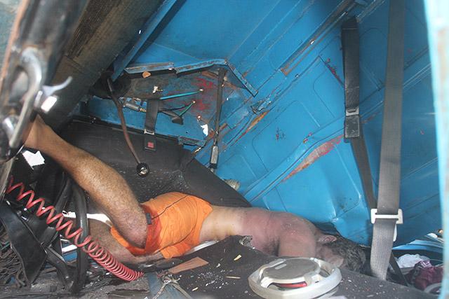 Caminhão tomba na BR-101 em Ibitioca) (10)