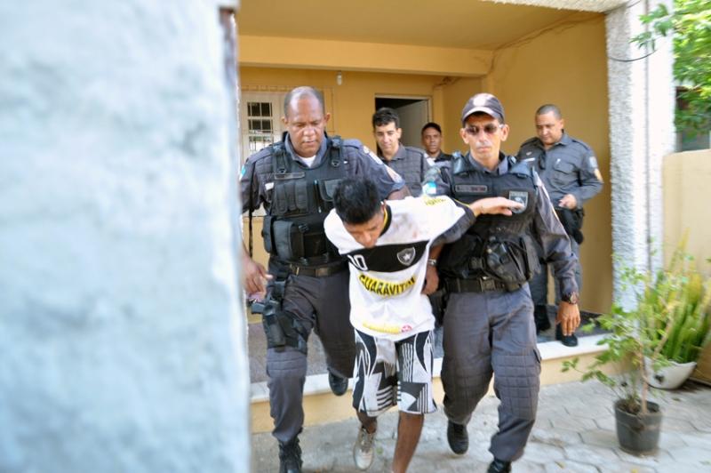 Blog itabapoana homem sequestra prima da ex mulher bate em muro e preso - Sequestro prima casa ...
