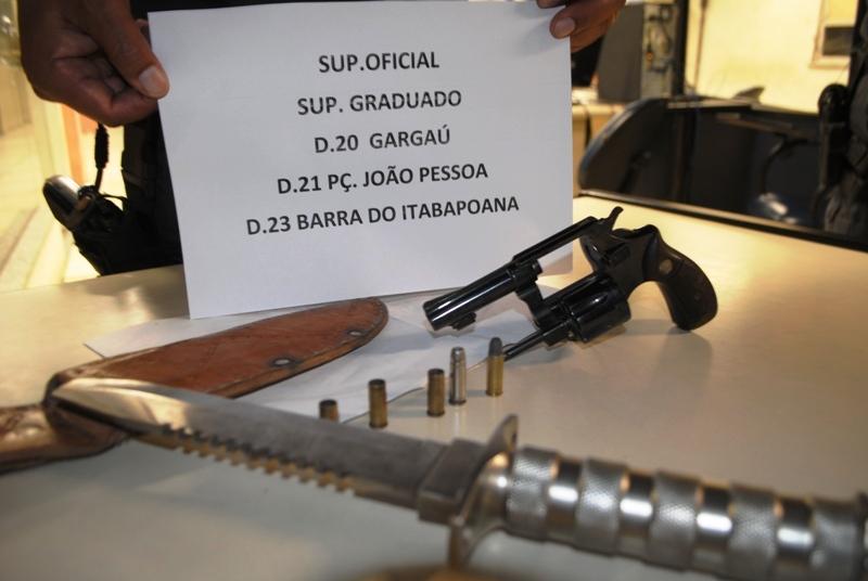 Adrianinho revólver