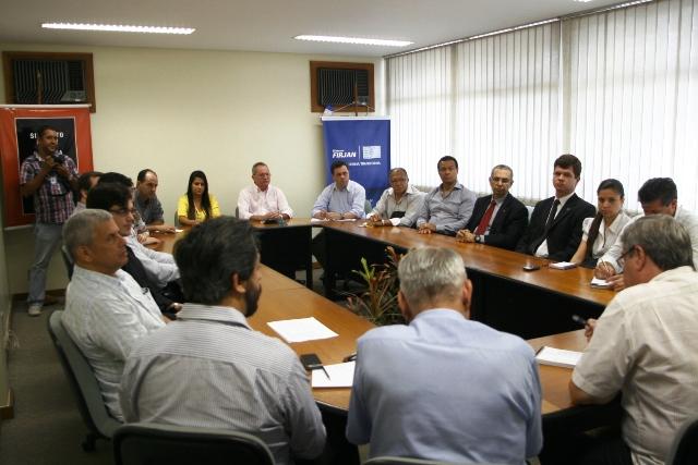 Empresários se reúnem para tratar da questão energética no município