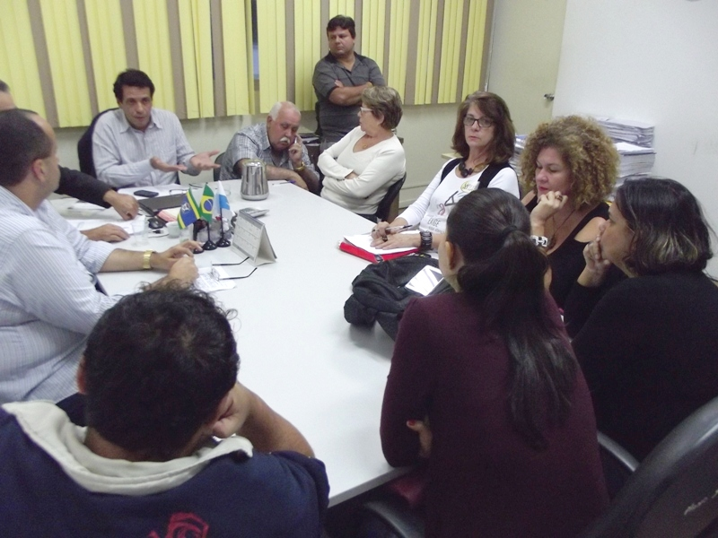 Representantes do sindicato da categoria, o Sepe, e da prefeitura já tiveram sucessivas reuniões, mas não chegaram a um acordo(Foto: Saulo Garcez / Campos 4 Horas)