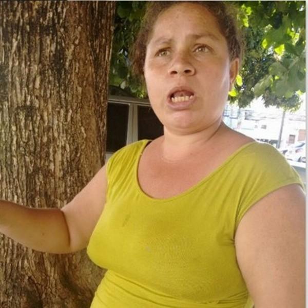 A mãe da criança, a dona de casa Glaciane Reis Teixeira, de 39 anos(Foto: Filipe Lemos)