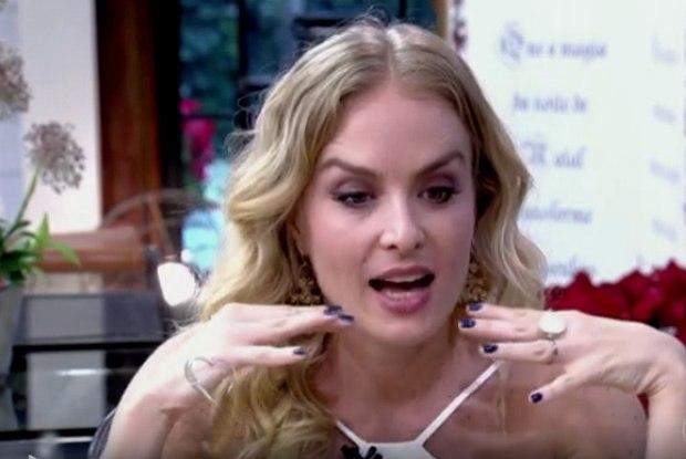 Angelica apresentadora nua