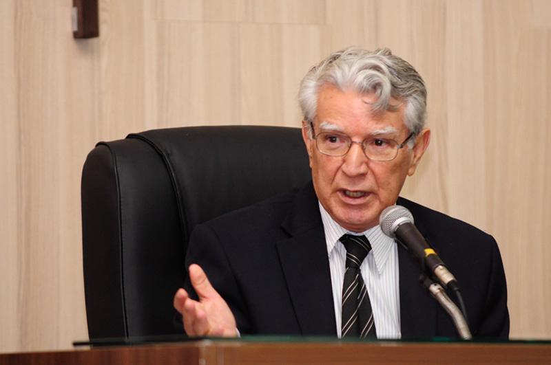 BOM SENSO - O presidente do Legislativo Edson Batista destaca que assuntos relevantes para serem definidos antes do recesso
