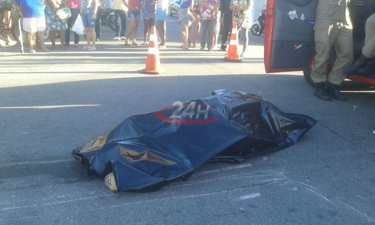 Petroleiro morre em colisão de moto com caminhão no Caju