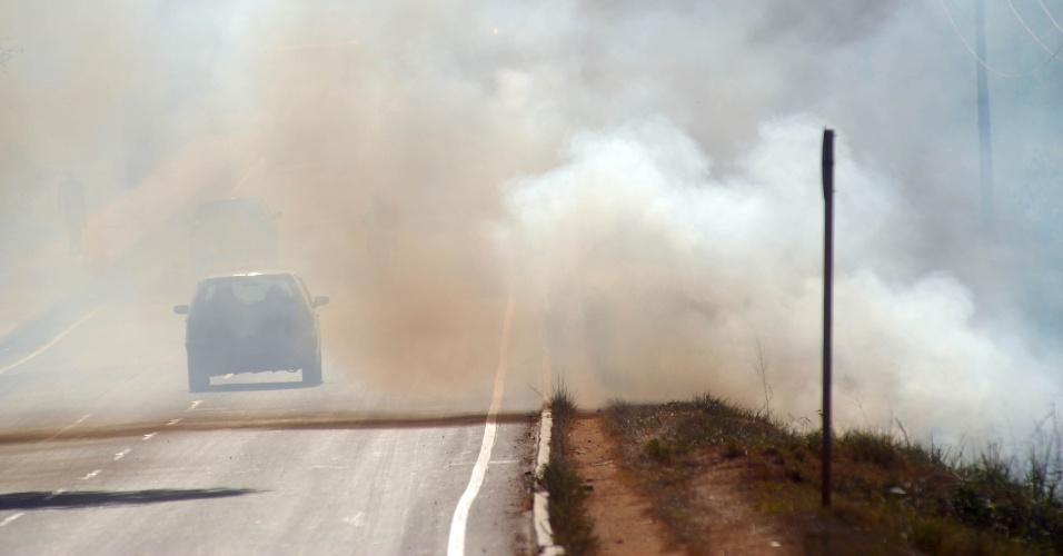 fumaça em estrada